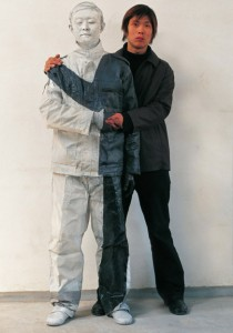 Liu Bolin - Invisibile Man Shaking Hand